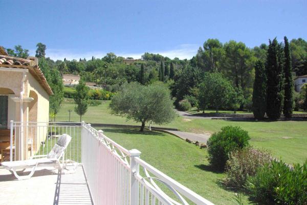Hotel Pictures: Lumineuse Villa avec Piscine à Grasse, Grasse