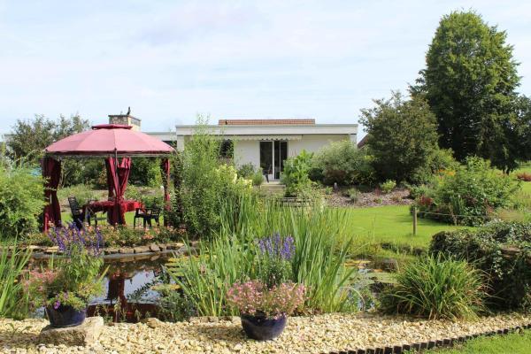 Hotel Pictures: Les Petites Chambres de la Bleue Maison, Coeuve