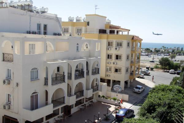 Hotel Pictures: Pasianna Hotel Apartments, Larnaka