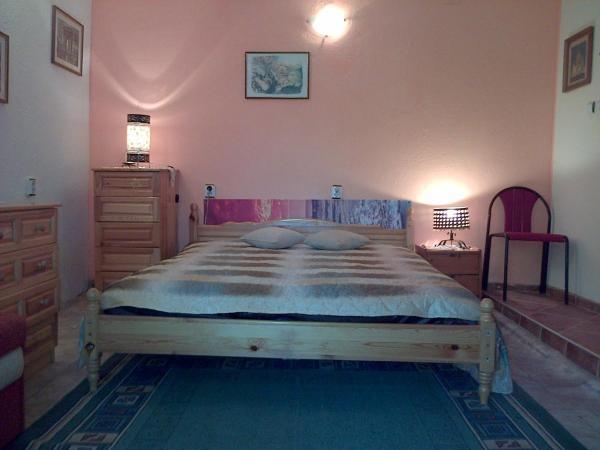 Hotellikuvia: Guest House Mezhdu Dva Svyata-Stamovi, Obrochishte