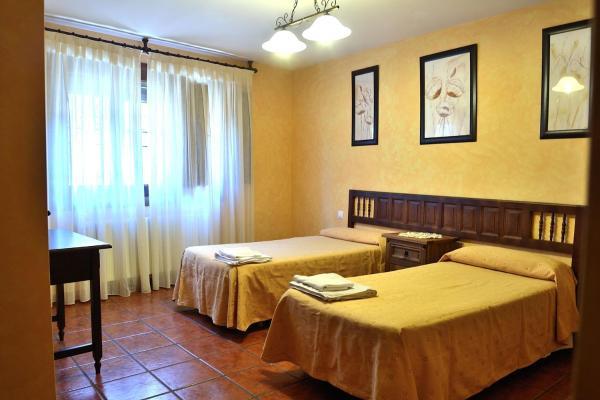 Hotel Pictures: La Casa de las Parrillas, Ribagorda