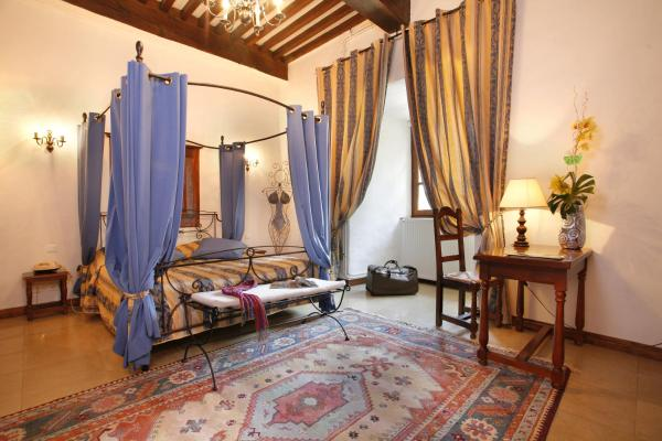 Hotel Pictures: Château Chapeau Cornu, Vignieu