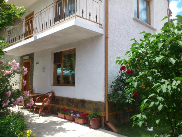 Hotel Pictures: Guest House Stoletnika, Yagodina