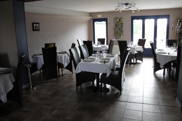 Hotel Pictures: , Villequier-Aumont