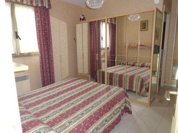 Hotel Pictures: Apartment Garavan, Menton