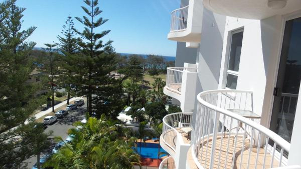 Two-Bedroom Apartment with Sea View (Queen Beds)