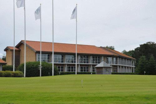 Hotel Pictures: Brundtland Golf Hotel, Toftlund