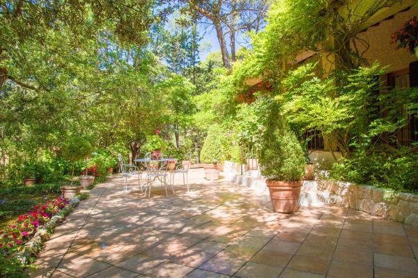 Hotel Pictures: La Sanille, Rognes