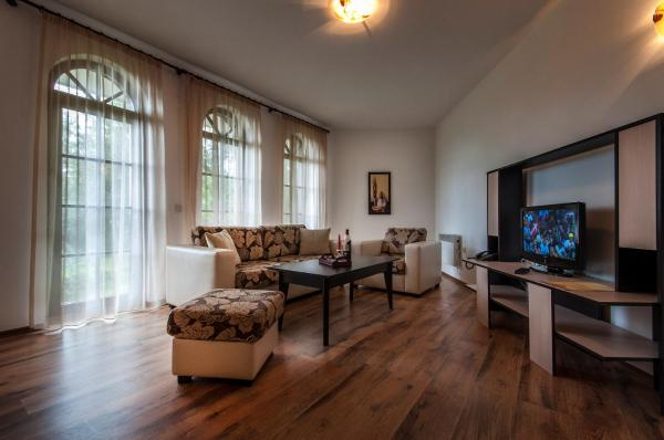 One-Bedroom Apartment (2 Adults + 1 Child)