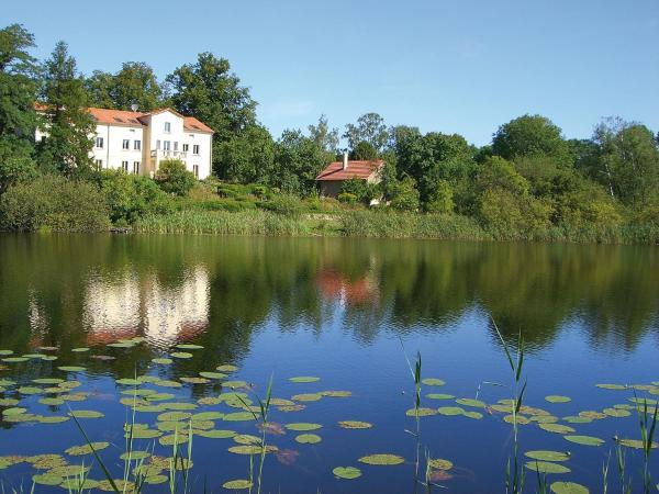 Hotel Pictures: Villa am Trumpf - Individuelle Ferienwohnungen am See, Melzow