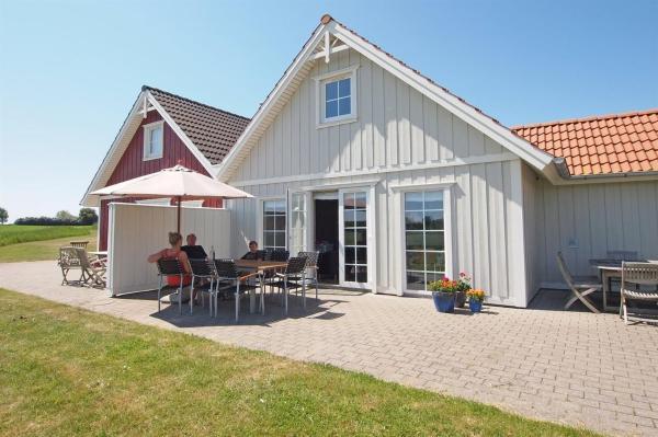 Hotel Pictures: Holiday home Strandgårdsvej F- 4554, Bro
