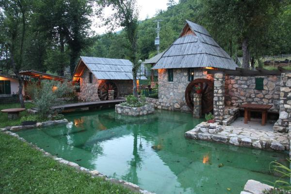 Hotellikuvia: Rafting Camp Tara Center Tri Vodenice, Bastasi