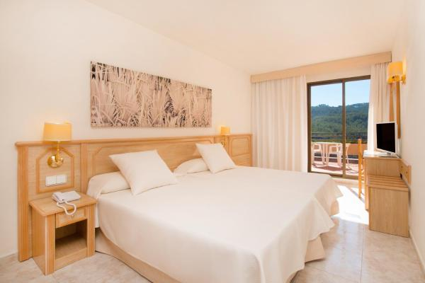 Double or Twin Room with Sea View (2 Adults + 1 Child)