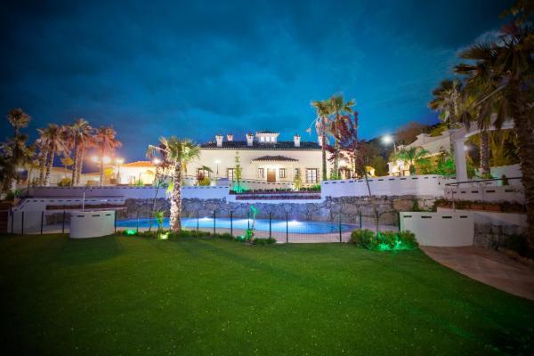 Hotel Pictures: Country house Cortijo de la fuente, La Bobadilla