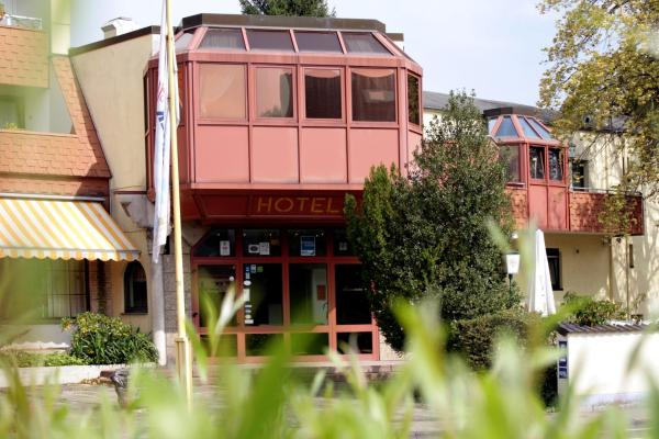 Hotel Pictures: Mariaweiler Hof, Düren - Eifel