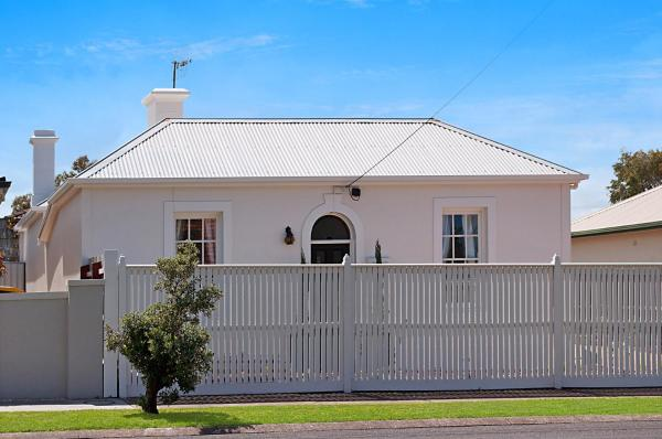 酒店图片: Historic Central Cottage In Warrnambool, 沃纳姆堡