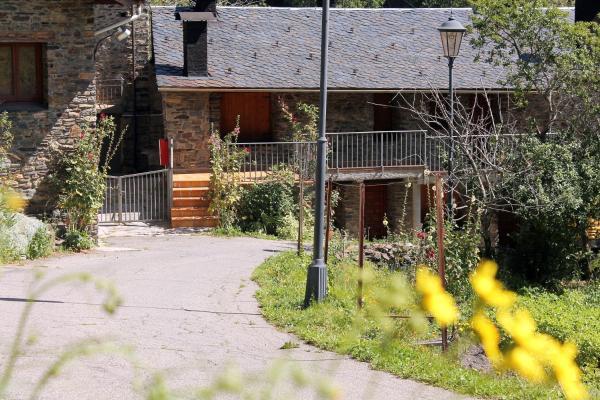 Hotel Pictures: Apartaments Turístics Vilaró, Llorts