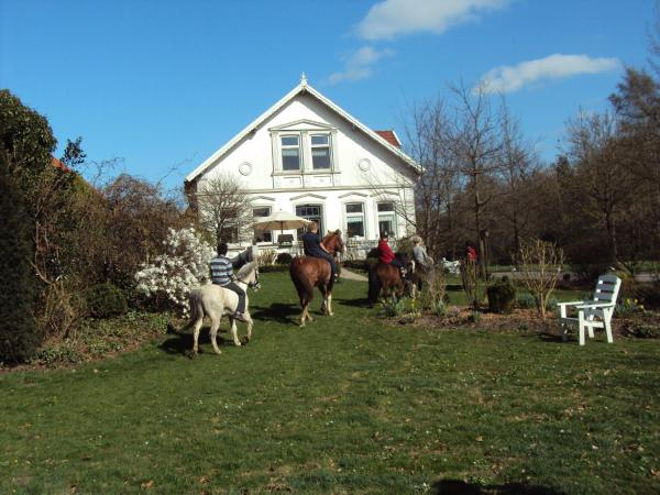 Hotel Pictures: Farm stay Hof auf der Wurp, Harrierwurp