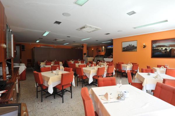 Hotel Pictures: Hostal Coruña, Astorga