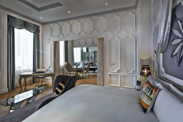 SO VIP King Room with Living Room