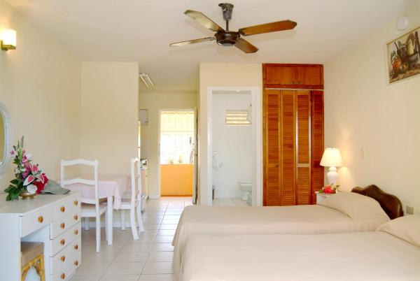 Foto Hotel: Carib Blue Apartments, Christ Church