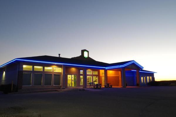 Hotel Pictures: Bay Hill Inns & Suites, Neepawa