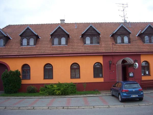 Hotel Pictures: Penzion Fontána, Dolní Dunajovice