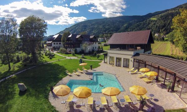 ホテル写真: Landgut Lindenhof, Bodensdorf