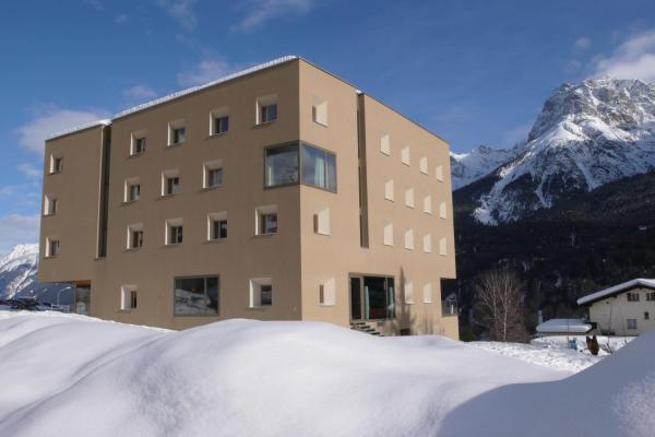 Hotel Pictures: Scoul Youth Hostel, Scuol