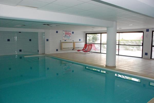 Hotel Pictures: UZES APPART HOTEL Résidence Le Mas des Oliviers, Uzès