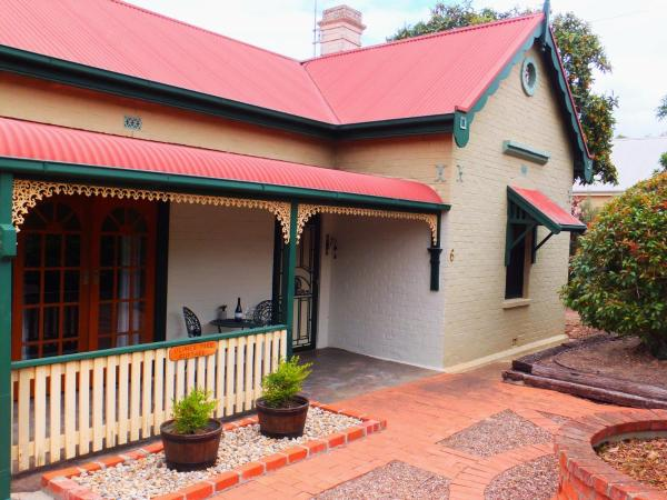 Hotel Pictures: Barossa Peppertree Cottage, Stockwell