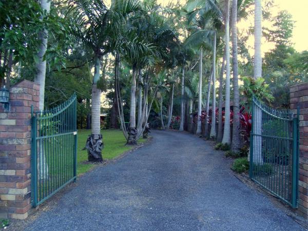 Foto Hotel: Emerald Tropical Palms B & B, Emerald Beach