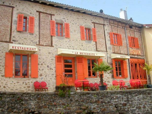 Hotel Pictures: Hôtel-Restaurant La Météorite, Rochechouart