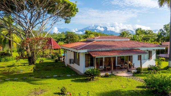 Hotel Pictures: Tres Amigos Island Villas, Parrita