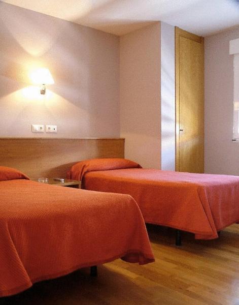 Hotel Pictures: Hostal CC, Aranda de Duero
