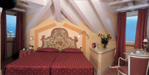 Superior Twin Room with Lake View