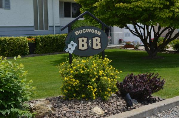 Hotel Pictures: Dogwood Bed & Breakfast, Summerland