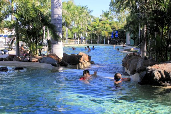 Fotos del hotel: Big4 Aussie Outback Oasis Holiday Park, Charters Towers