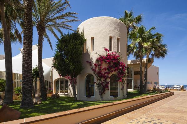 Hotel Pictures: Invisa Hotel Club Cala Verde, Es Figueral Beach