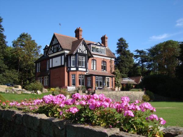 Hotel Pictures: Woodlands Bed & Breakfast, Barnt Green