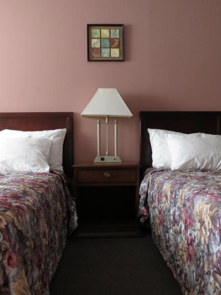 Standard Room with Two Double Beds - Smoking