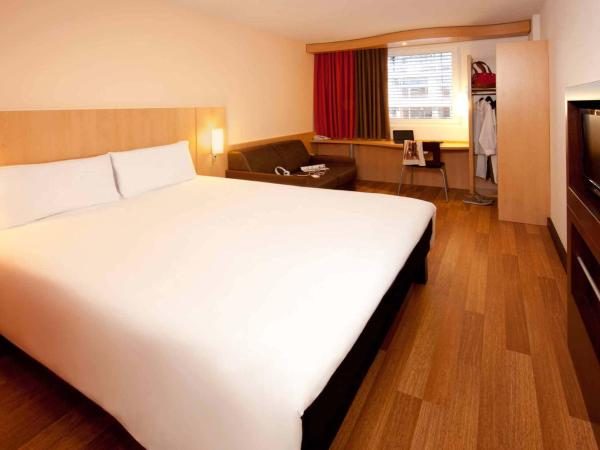 Standard Room with 1 Double and 1 Sofa Bed