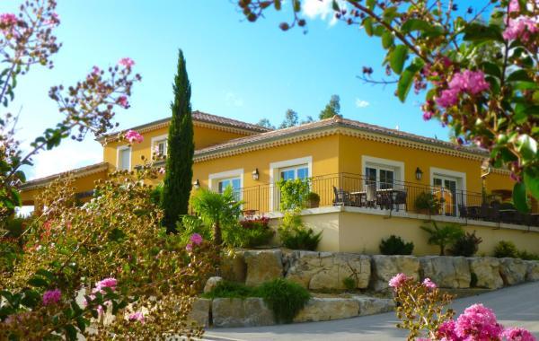 Hotel Pictures: Les Villas du Vendoule, Saint-Maurice-d'Ardèche