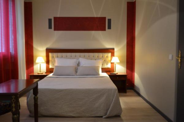 Hotel Pictures: La Nouvelle Passerelle, Décines-Charpieu