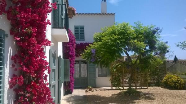 Hotel Pictures: Casa Le Bouganville, Sant Vicenç de Montalt