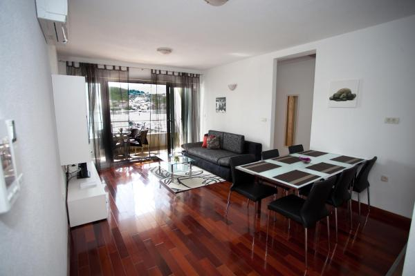 Comfort Two-Bedroom Apartment with Sea View