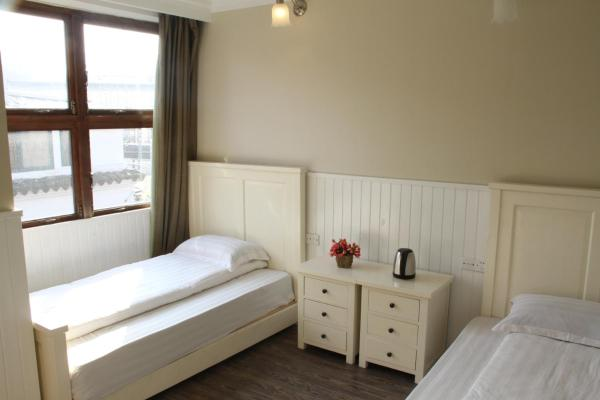Single Bed in 6-Bed Male Dormitory Room