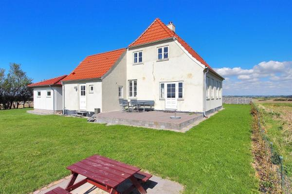 Hotel Pictures: Holiday home Ebberup 719 with Terrace, Helnæs By