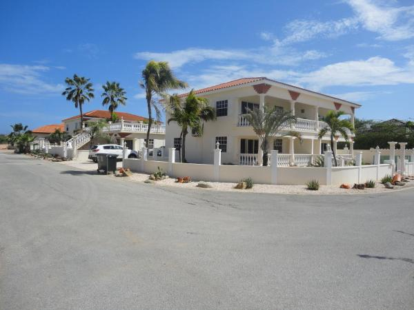 Hotel Pictures: Landslake Apartments, Palm-Eagle Beach