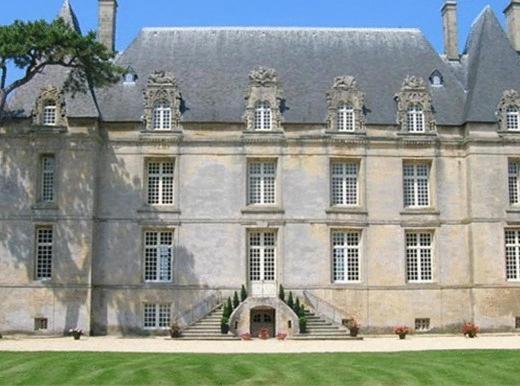 Hotel Pictures: Château François D'o, Courseulles-sur-Mer